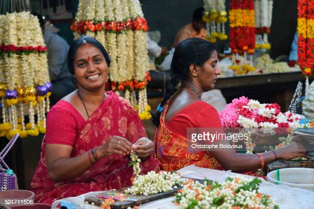 india, karnataka, mysore, devaraja market, flower market - mysore - fotografias e filmes do acervo