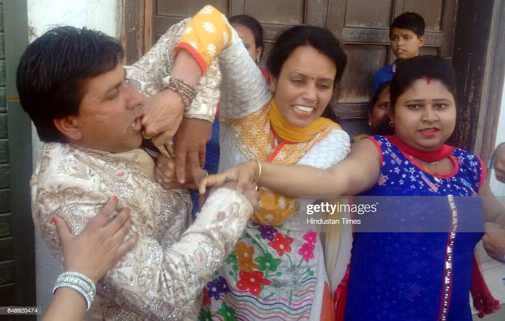 Woman claiming first wife of the groom Vishal Kumar Sonu thrashing him outside the marriage venue on March 4 in Ludhiana