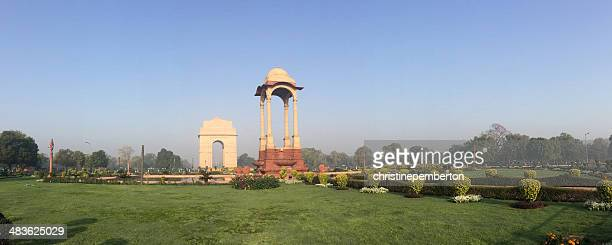 india, new delhi, view of war memorial called india gate - india gate delhi stock pictures, royalty-free photos & images