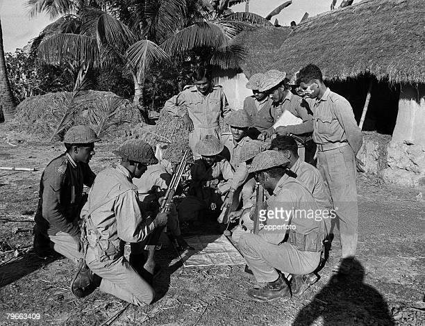 India Pakistan War 2nd December 1971 Pakistan army soldiers study a map at Burinda the Jessore area of East Pakistan a few miles from the Indian...