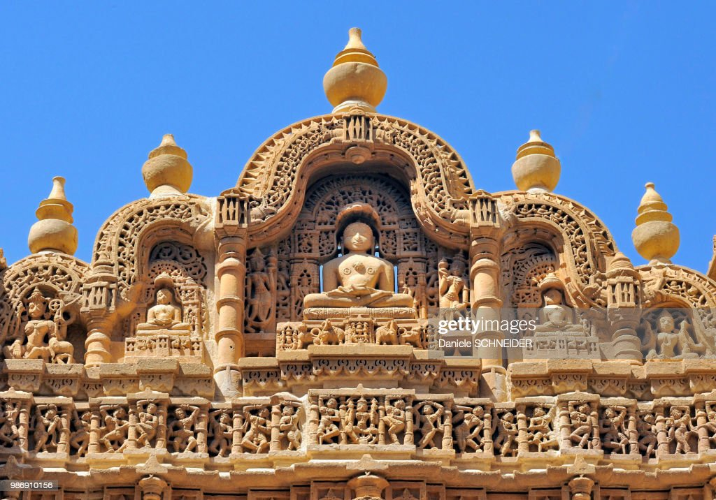 India, Rajasthan, bas-relief on the frontage of a Jain temple in Jaisalmer : Foto de stock