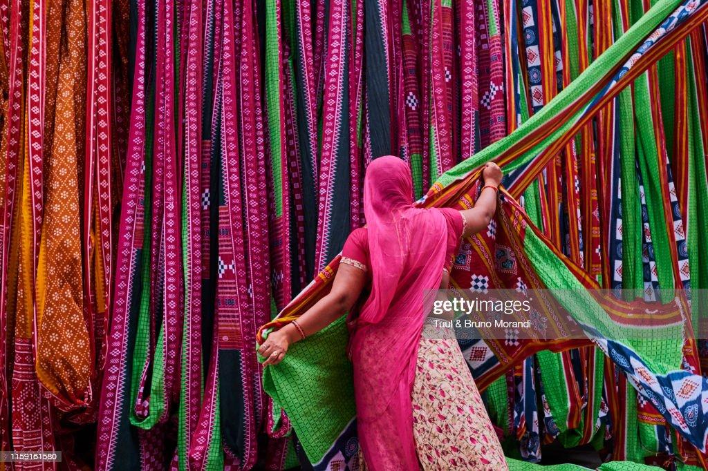 India, Rajasthan, Sari Factory : ストックフォト