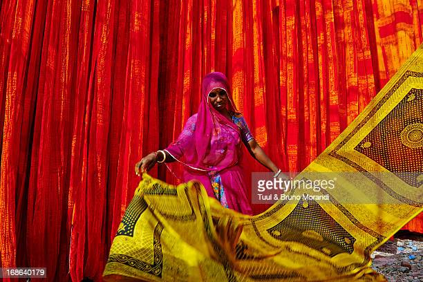 india, rajasthan, sari factory. - sari stock pictures, royalty-free photos & images