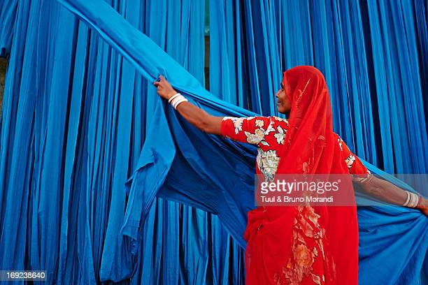 india, rajasthan, sari factory. - textile industry stock pictures, royalty-free photos & images