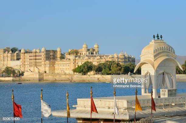 India, Rajasthan, Udaipur, Lake Pichola, Jag Mandir and City Palace