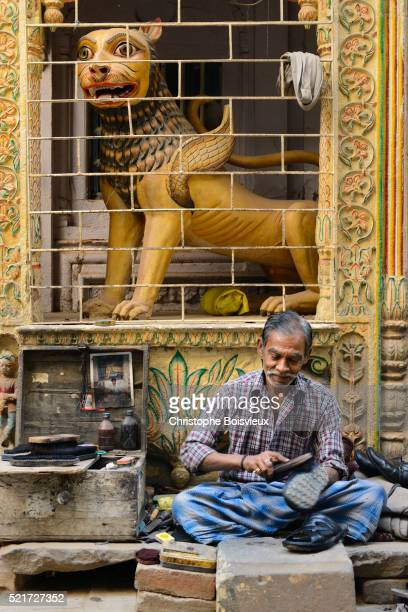 India, Uttar Pradesh, Varanasi, Shoe shine