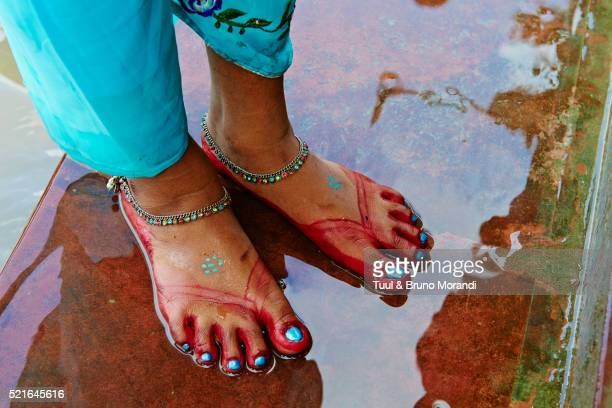 india, west bengal, kolkata, calcutta, at the end of durga puja the idols are thrown out to the hoog - indian female feet stock pictures, royalty-free photos & images