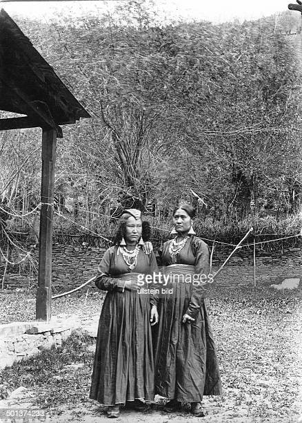 two Tibetan women probably in the 1910s