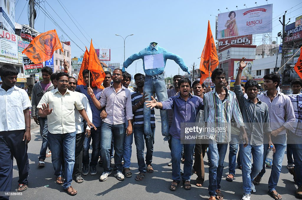 Indian activists of Akhila Bharatiya Vidya Parishad carry an effigy representing terrorists during a protest against the twin bombings, in Hyderabad on February 22, 2013. Indian police revealed Friday they had been warned of a possible attack by Islamist militants in a bustling shopping area of Hyderabad where twin bombings killed at least 14 people and wounded scores. AFP PHOTO / Noah SEELAM