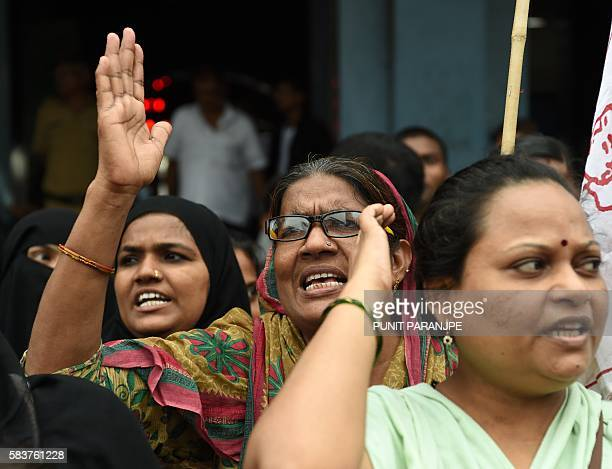 Indian activists take part in a protest against a recent spate of attacks on Dalit caste members in India in Mumbai on July 27 2016 / AFP / PUNIT...