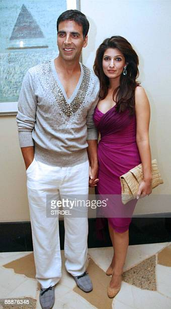 Indian actor Akshay Kumar and his wife Twinkle Khanna pose at a party for the film 'Kambakkht Ishq' in Mumbai late July 6 2009 AFP PHOTO/STR