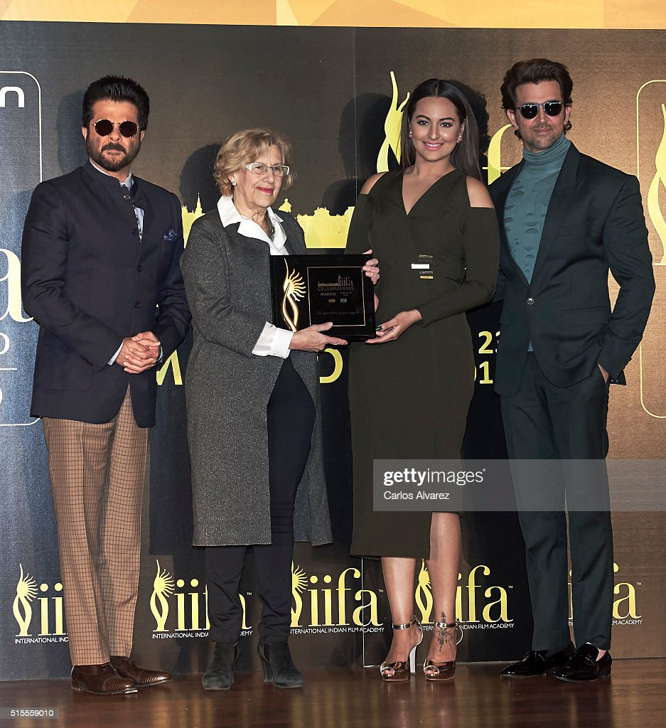 Indian actor Anil Kapoor Mayor of Madrid Manuela Carmena Indian actress Sonakshi Sinha and Indian actor Hrithik Roshan attend the 17th International..
