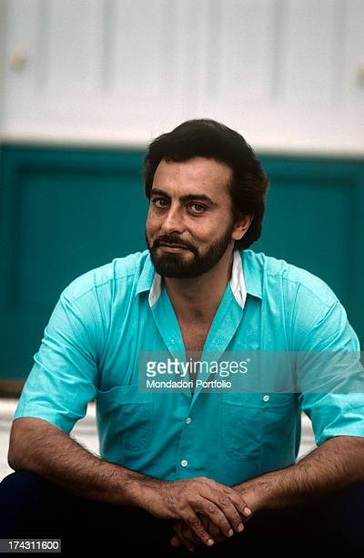 Indian actor Kabir Bedi posing smiling 1989