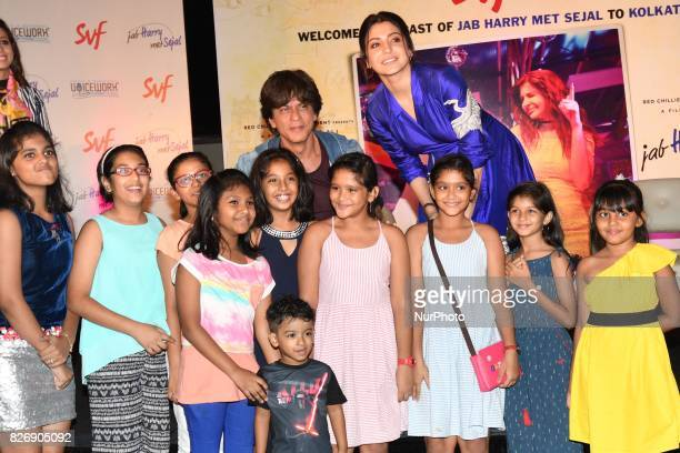 Indian Actor Shah Rukh Khan selfie with his fans at the Film director Imtiaz Ali upcoming film Jab Harry Met Sejal promotion on August 052017 in...