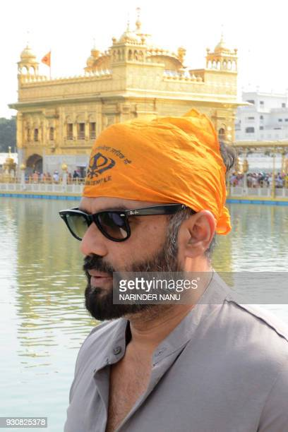 Indian actor Sunil Shetty visits the Golden Temple in Amritsar on March 12 2018 / AFP PHOTO / NARINDER NANU