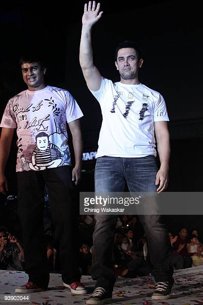 Indian actors Aamir Khan and R Madhavan attend the launch of Pantaloons '3 Idiots' Tshirt Collection held at Phoenix Mall on December 4 2009 in...