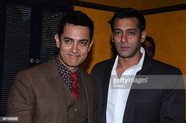 Indian actors Aamir Khan and Salman Khan pose at the premiere of the Hindi Bollywood film '3idiots' in Mumbai late December 23 2009 AFP PHOTO/STR