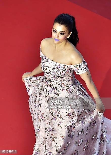 """Indian actress Aishwarya Rai poses as she arrives on May 15, 2016 for the screening of the film """"Mal de Pierres """" at the 69th Cannes Film Festival in..."""
