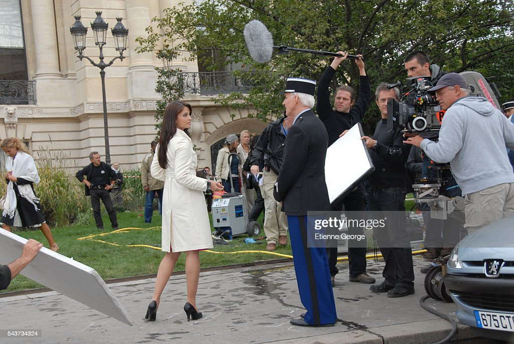Indian actress and former Miss World Aishwarya Rai and American actor Steve Martin on the set of The Pink Panther 2 directed by Norwegian Harald Zwart