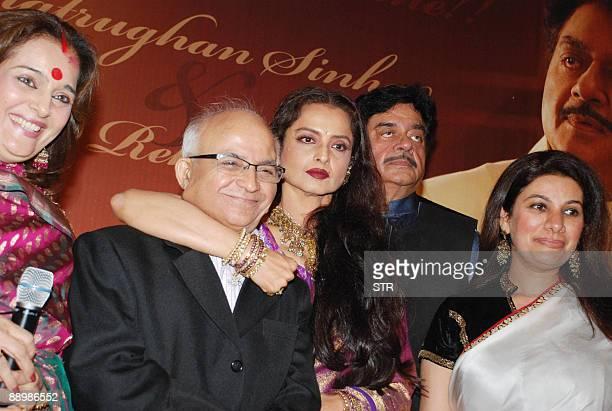 Indian actress Poonam Sinha director Ramesh Talwar actress Rekha actorturnedpolitician Shatrughan Sinha and producer Kamia Malhotra attend a party...