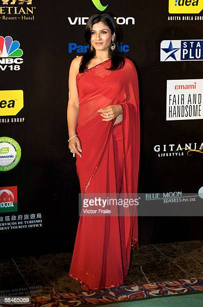 Indian actress Raveena Tandon arrives on the green carpet for the Fashion Extravaganza as part of the 2009 International Indian Film Academy Awards...
