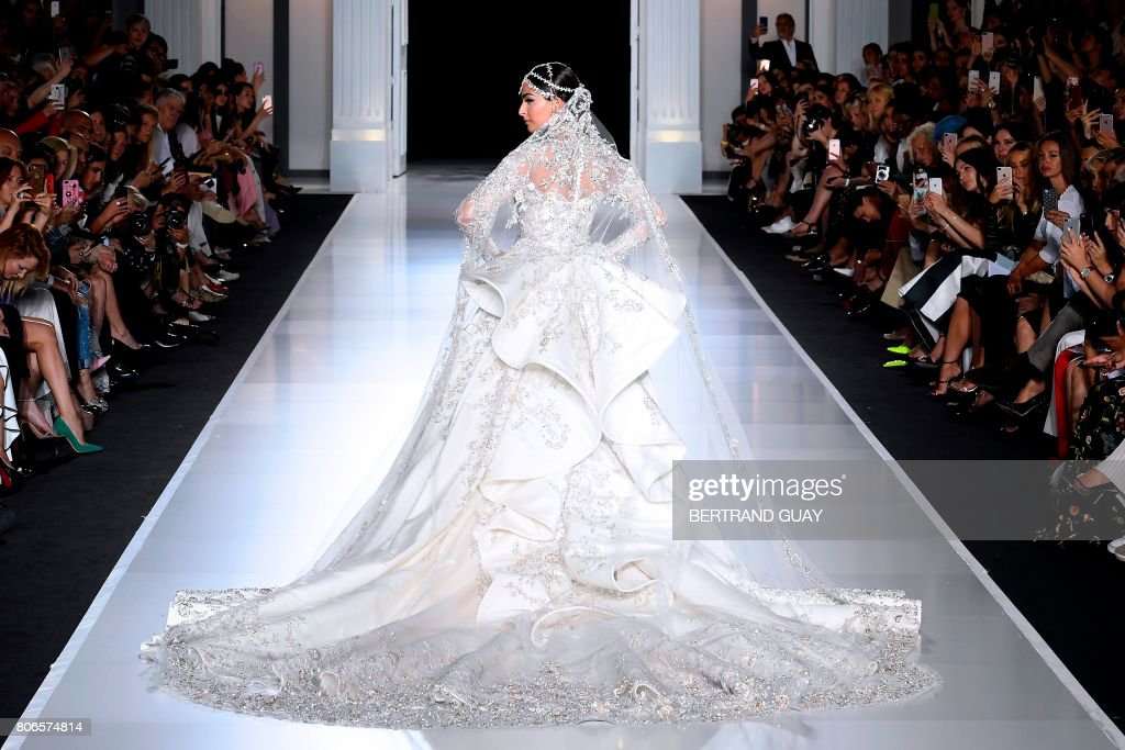 Indian actress Sonam Kapoor presents a creation by Ralph and Russo during the 2017 fall/winter Haute Couture collection in Paris on July 3, 2017. / AFP PHOTO / bertrand GUAY