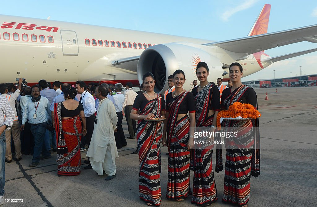 INDIA-TRANSPORT-AVATION-DRAMLINER : News Photo