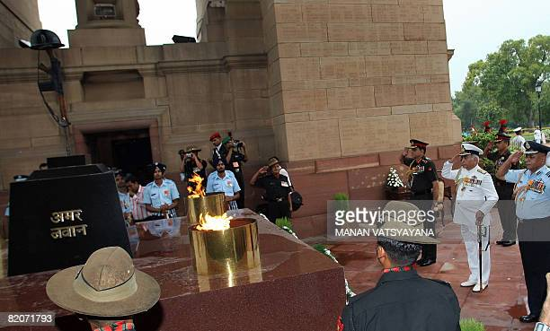 Indian Army Chief General Deepak Kapoor Indian Naval Chief Admiral Sureesh Mehta and Vice Chief of Indian Air Force PVNayak pay respects to Indian...