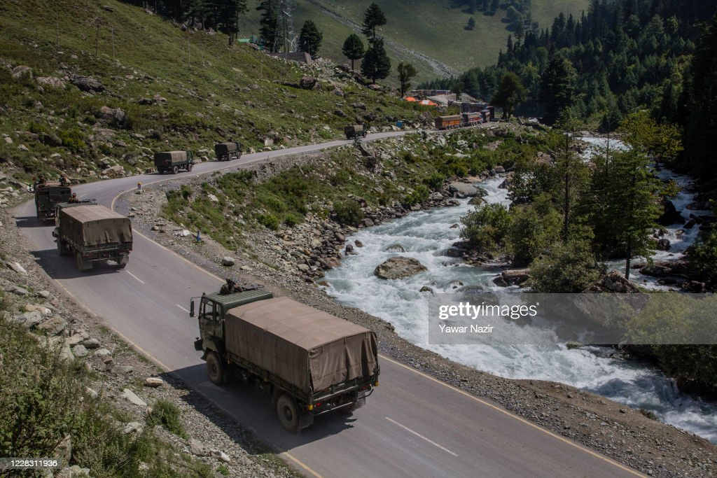 Indian and Chinese Troops Face-off Along The Disputed Himalayan Border : News Photo