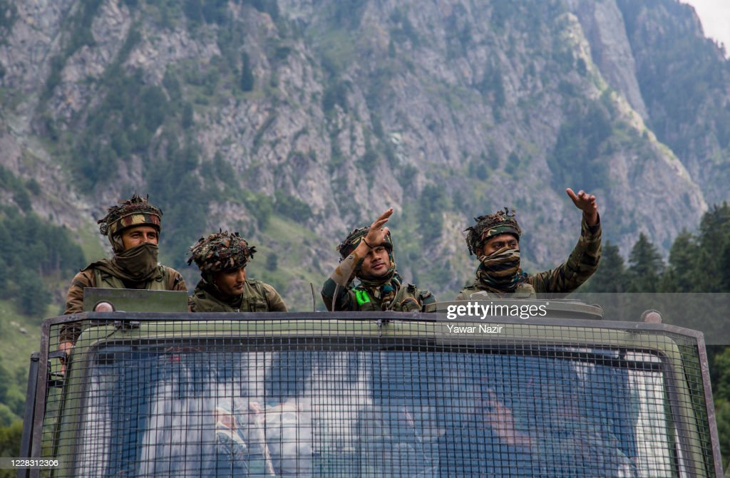 Indian and Chinese Troops Face-off Along The Disputed Himalayan Border : ニュース写真