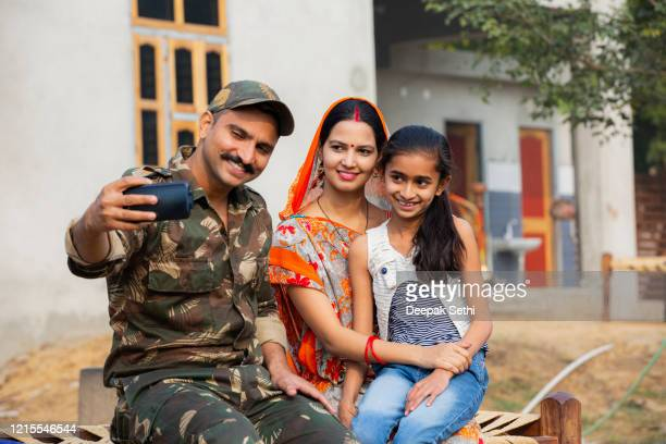 indian army soldier back to home stock photo - indian army stock pictures, royalty-free photos & images