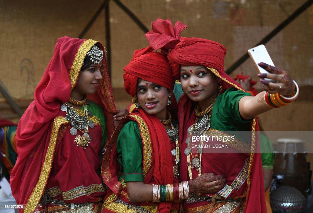TOPSHOT-INDIA-ART-CULTURE : News Photo