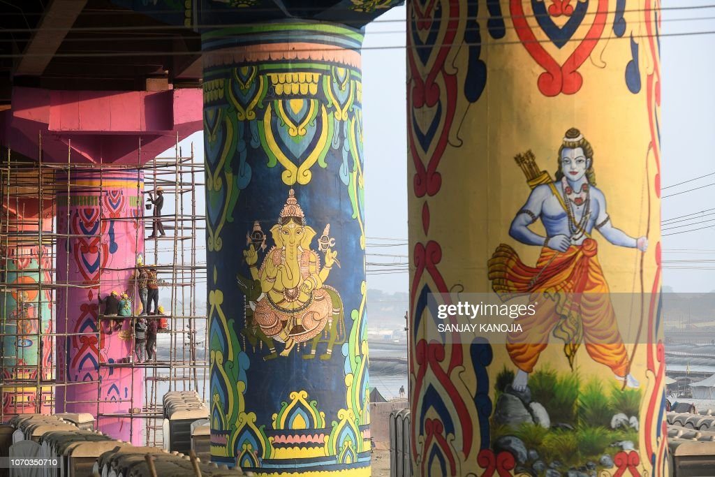 TOPSHOT-INDIA-RELIGION-SOCIETY-ART : News Photo