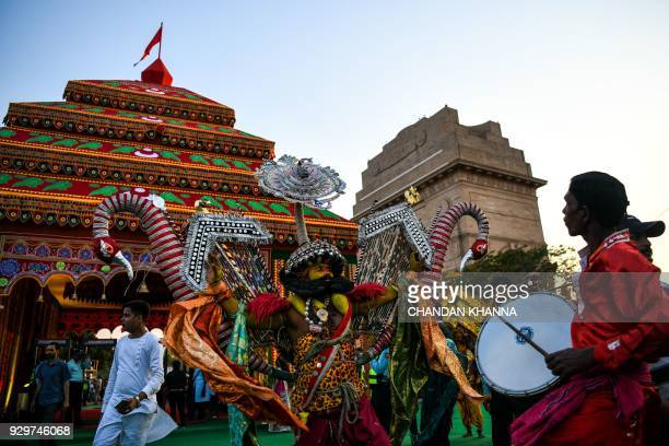 Indian artists perform traditional folk dance and music dressed as goddess Durga during a cultural event in New Delhi on March 9 2018 / AFP PHOTO /...