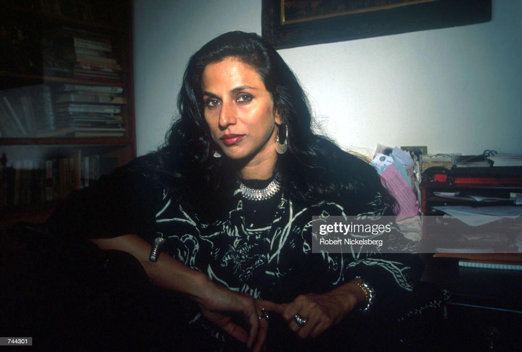 Indian Author and Columnist Shobha De : Nachrichtenfoto