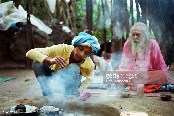 Indische Baba in den Wald