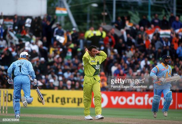 Indian batsmen Mohammad Azharuddin and Robin SIngh score off Pakistan bowler Shoaib Akhtar during the World Cup Super Six match between india and...