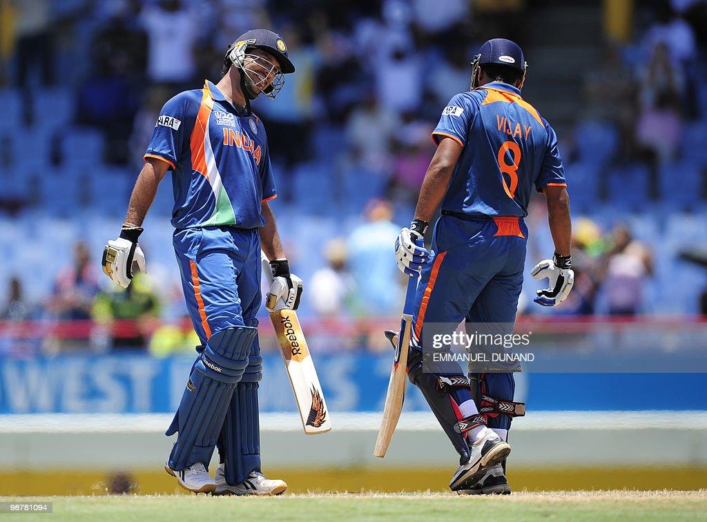 Indian batsmen Murali Vijay (R) and Yuvr : News Photo