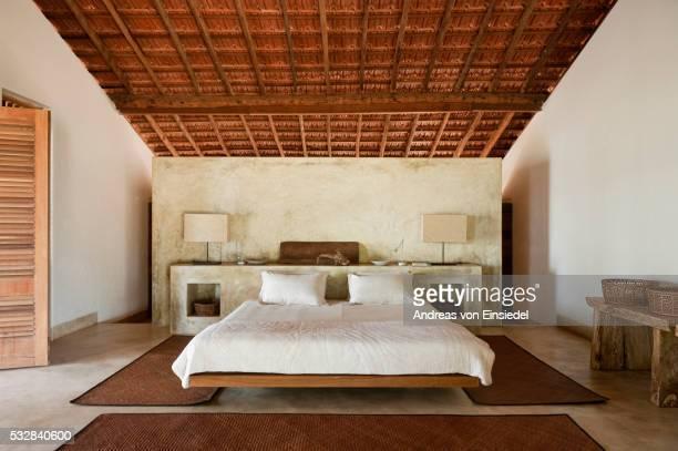indian beach house retreat, goa - cama de casal - fotografias e filmes do acervo