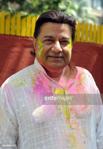 Indian Bhajan singer Anup Jalota takes part in celebrations to mark the Hindu festival of Holi in Mumbai on March 13 2017 / AFP PHOTO /