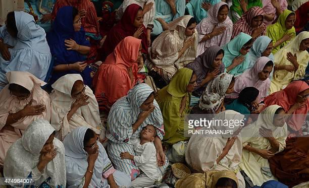 Indian Bohra Muslim women listen to a speech by new spiritual leader Syedna Mufaddal Saifuddin at a mosque in Mumbai on February 26 2014 Syedna...