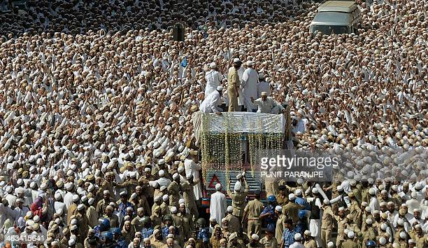 Indian Bohra Muslims take part in the funeral procession of their spiritual leader Syedna Mohammed Burhanuddin in Mumbai on January 18 2014 A...