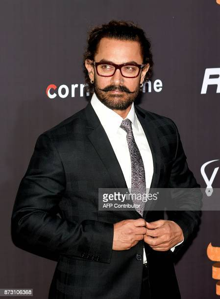Indian Bollywood actor Aamir Khan attends the Indian Sports Honour Awards 2017 in Mumbai on November 11 2017 / AFP PHOTO / STR