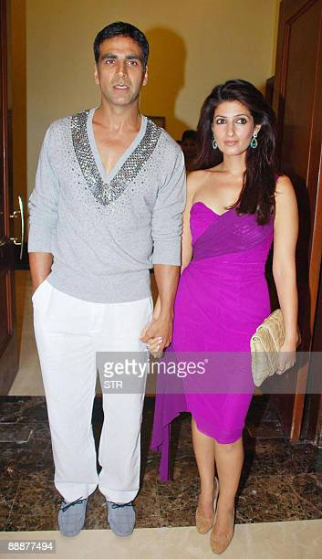 Indian Bollywood actor Akshay Kumar and Twinkle Khanna are seen during the 'Kambakkhat Ishq' success party in Mumbai on July 6 2009 AFP PHOTO/STR