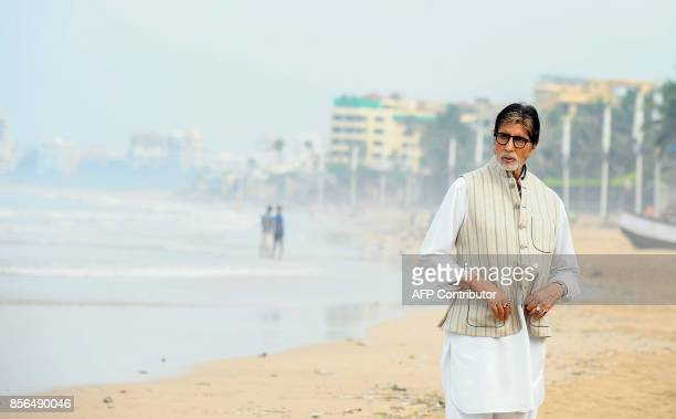Indian Bollywood actor Amitabh Bachchan takes part in an event during the Banega Swachh India cleanliness drive in Mumbai on October 2 2017 / AFP...
