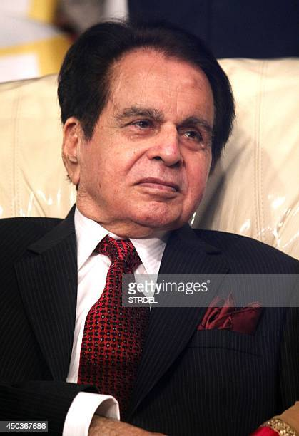 Indian Bollywood actor Dilip Kumar attends the launch of his autobiography in Mumbai on June 9, 2014. AFP PHOTO/STR