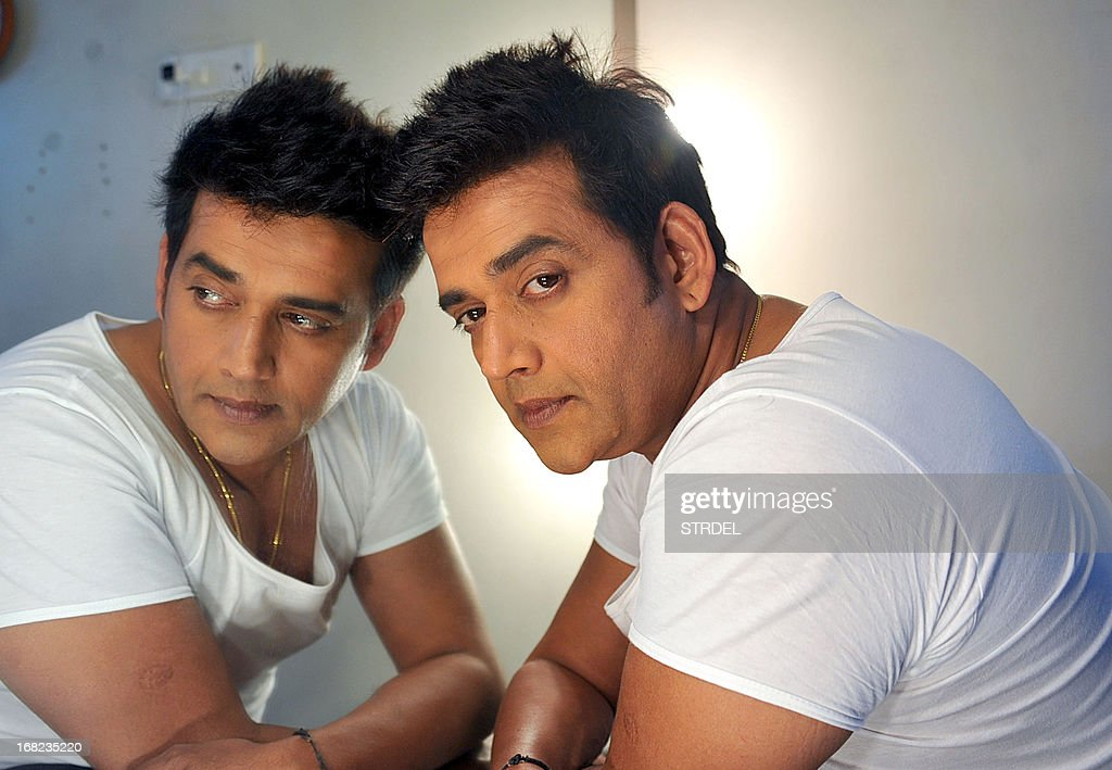 indian-bollywood-actor-ravi-kishan-poses