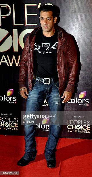 Indian Bollywood actor Salman Khan poses as he attends the 'People's Choice Awards' ceremony in Mumbai late October 27 2012 AFP PHOTO/STR