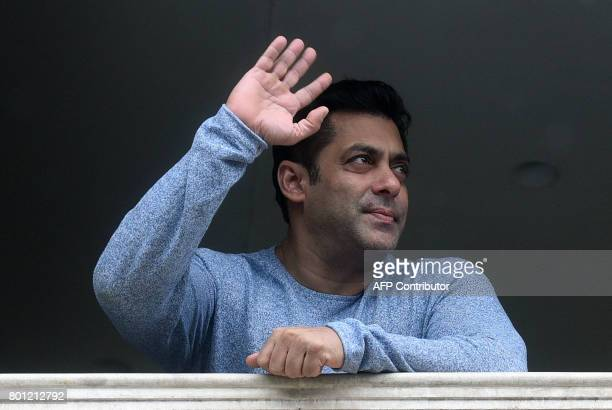Indian Bollywood actor Salman Khan waves to fans during an event to mark Eid alFitr in Mumbai on 26 June 2017 / AFP PHOTO / STR