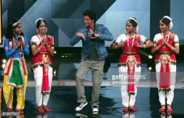 Indian Bollywood actor Shah Rukh Khan takes part in a promotional event for his upcoming Hindi film Jab Harry Met Sejal during a taping of the Indian...